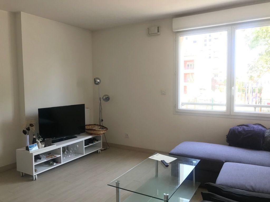 Appartement à louer 2 41m2 à Le Petit-Quevilly vignette-1