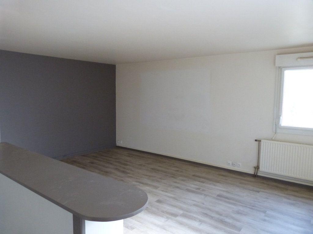 Appartement à louer 3 68.49m2 à Rouen vignette-5