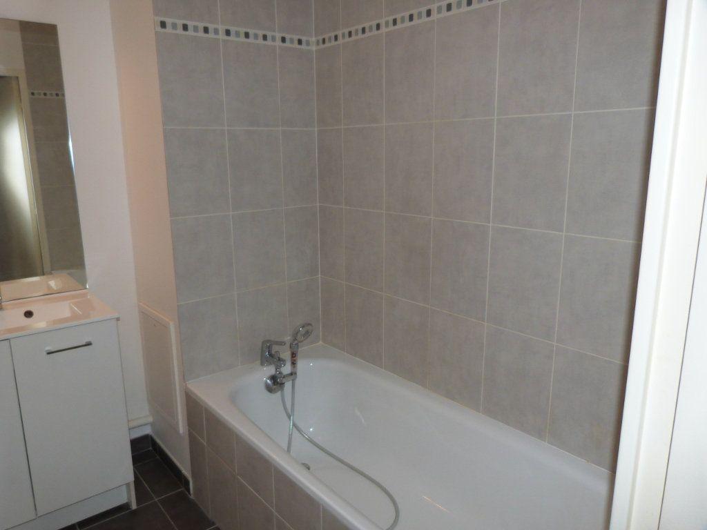 Appartement à louer 3 63.15m2 à Rouen vignette-9