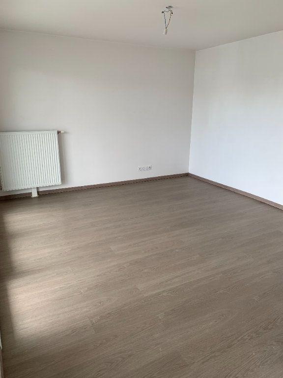 Appartement à louer 3 58.03m2 à Bois-Guillaume vignette-3