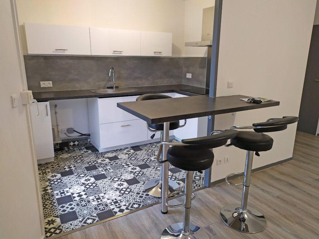Appartement à louer 2 48.5m2 à Orléans vignette-3
