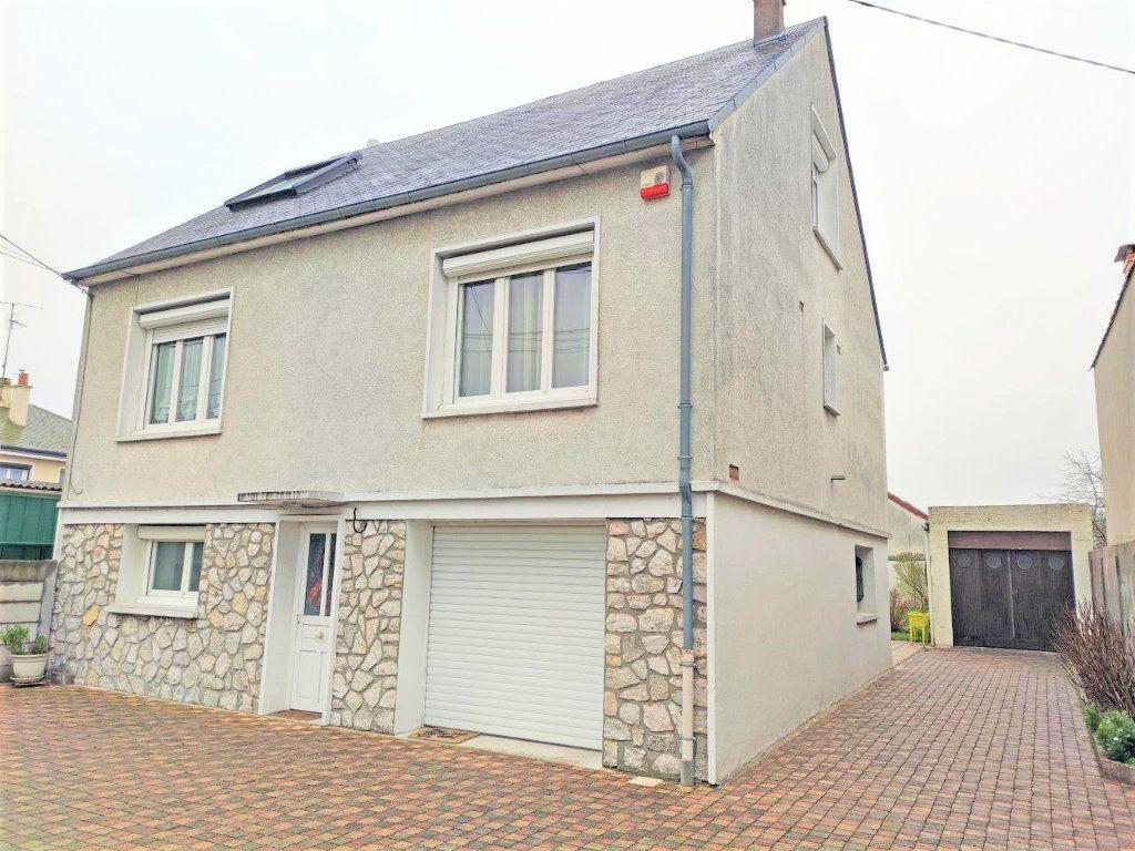 Maison à vendre 5 123.5m2 à Fleury-les-Aubrais vignette-2