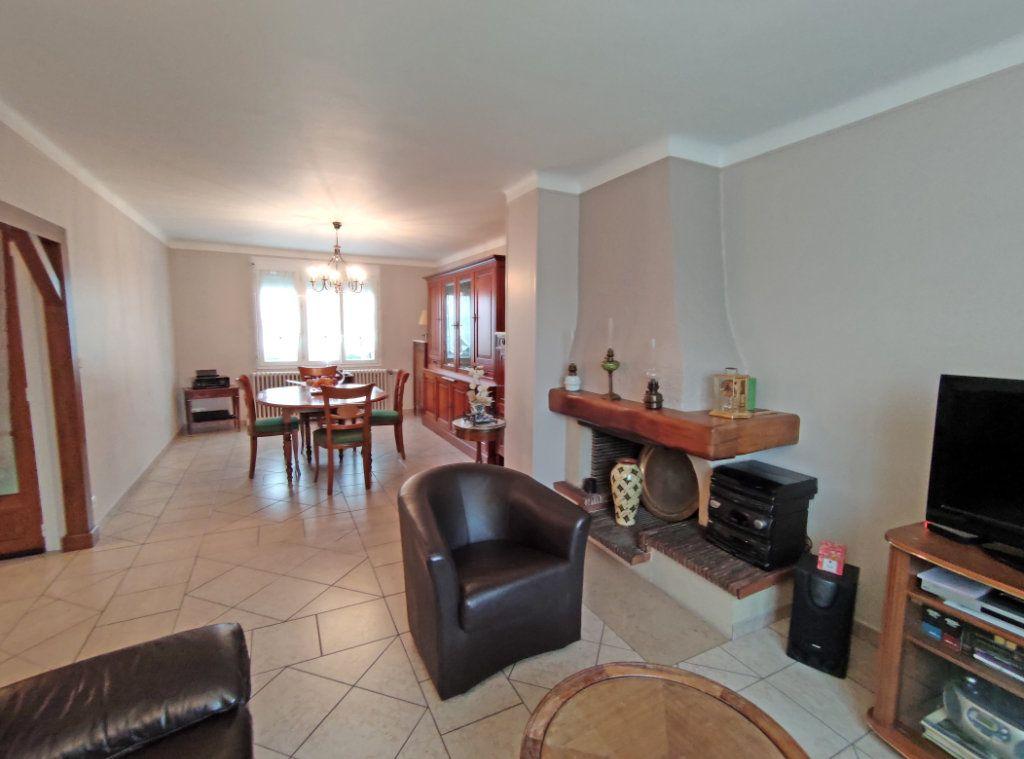 Maison à vendre 5 123.5m2 à Fleury-les-Aubrais vignette-4