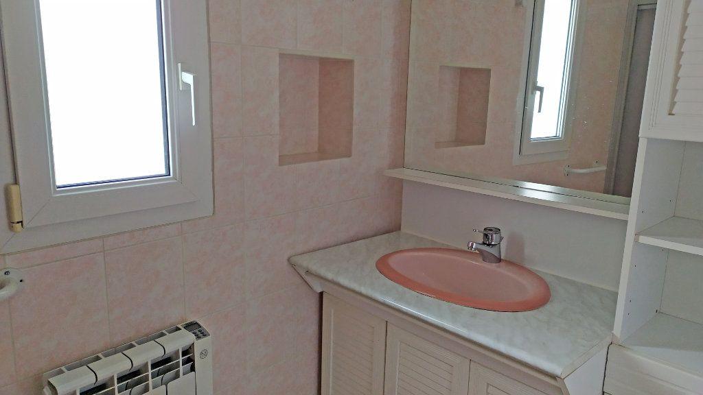 Appartement à louer 2 41m2 à Saint-Jean-de-la-Ruelle vignette-4