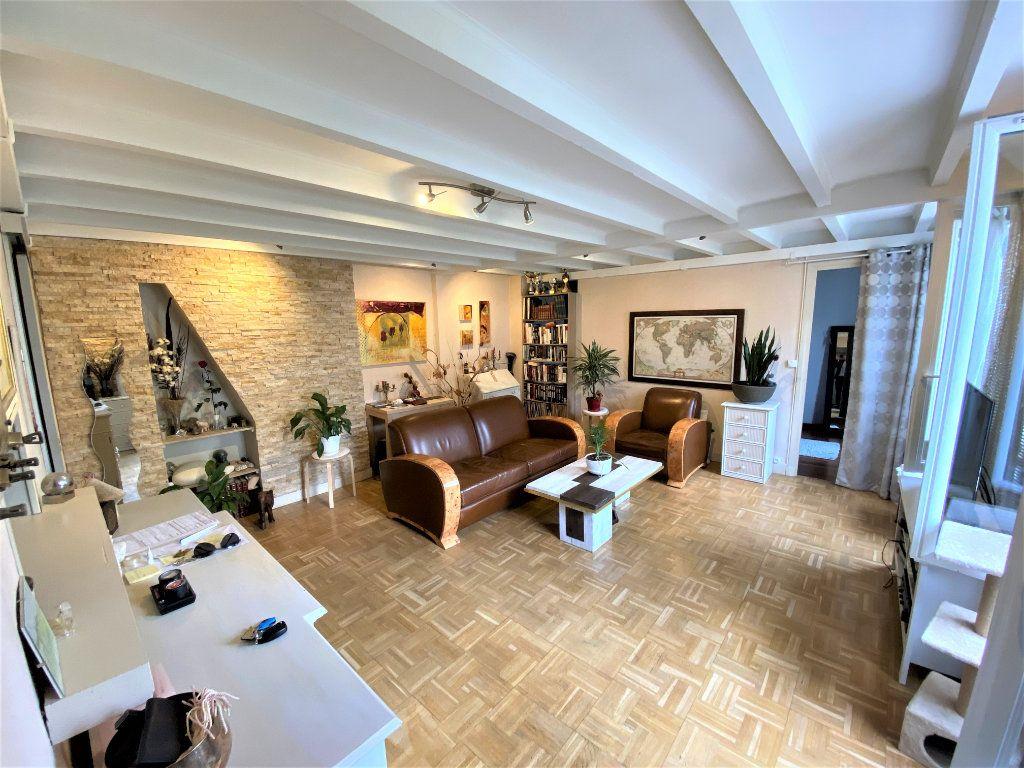 Appartement à vendre 2 49m2 à Paris 19 vignette-1