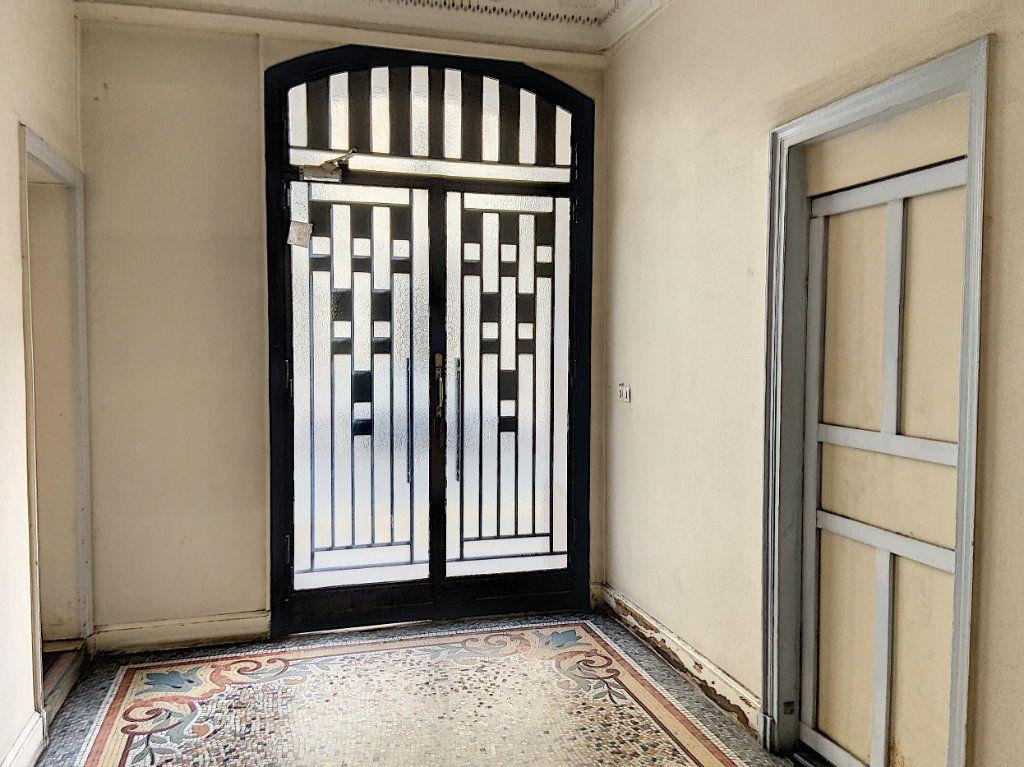 Appartement à vendre 1 7.96m2 à Paris 11 vignette-5