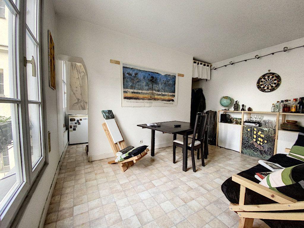 Appartement à vendre 2 30.8m2 à Paris 11 vignette-1