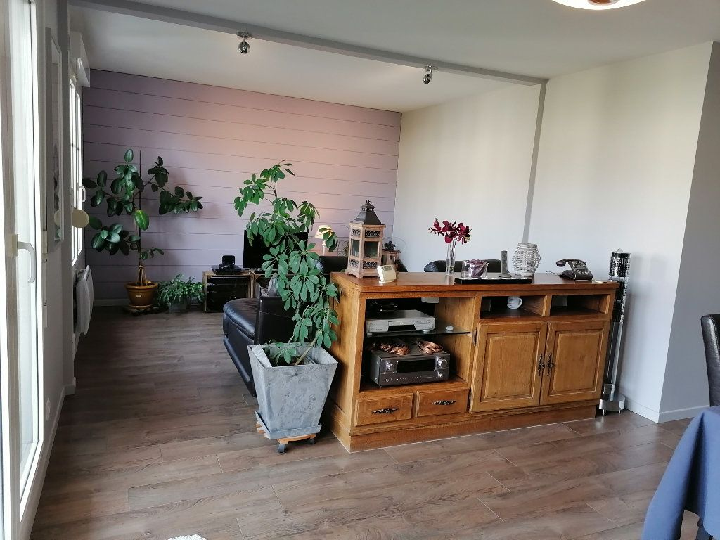 Appartement à vendre 3 72.46m2 à Cergy vignette-2