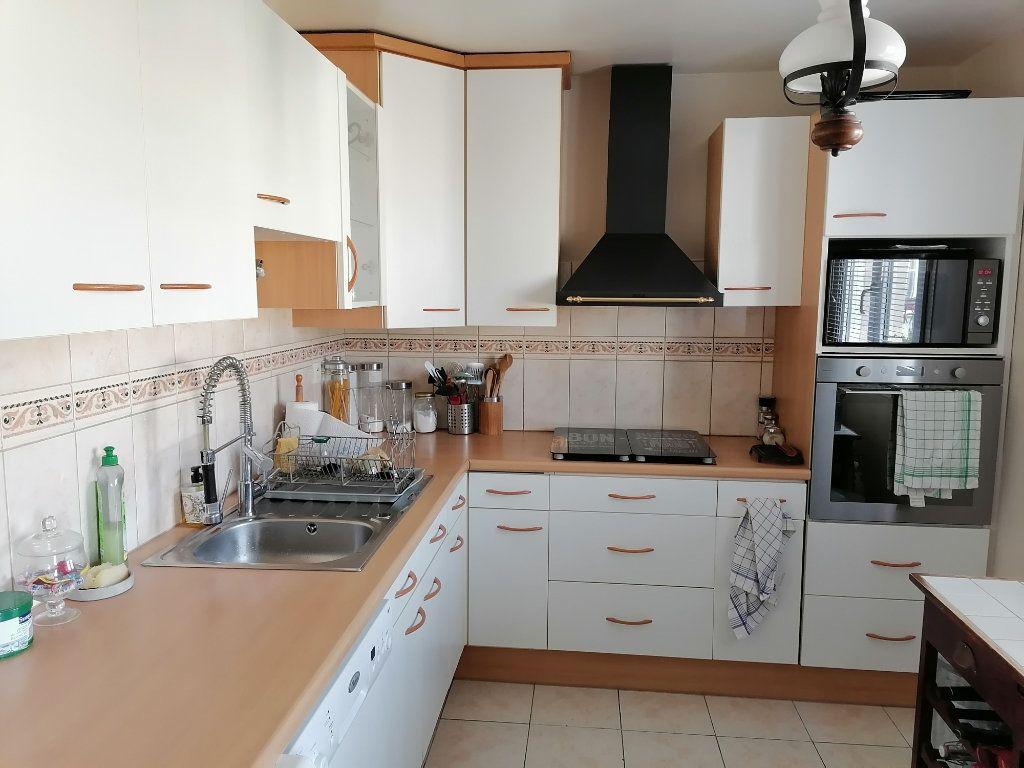 Appartement à vendre 3 72.46m2 à Cergy vignette-3