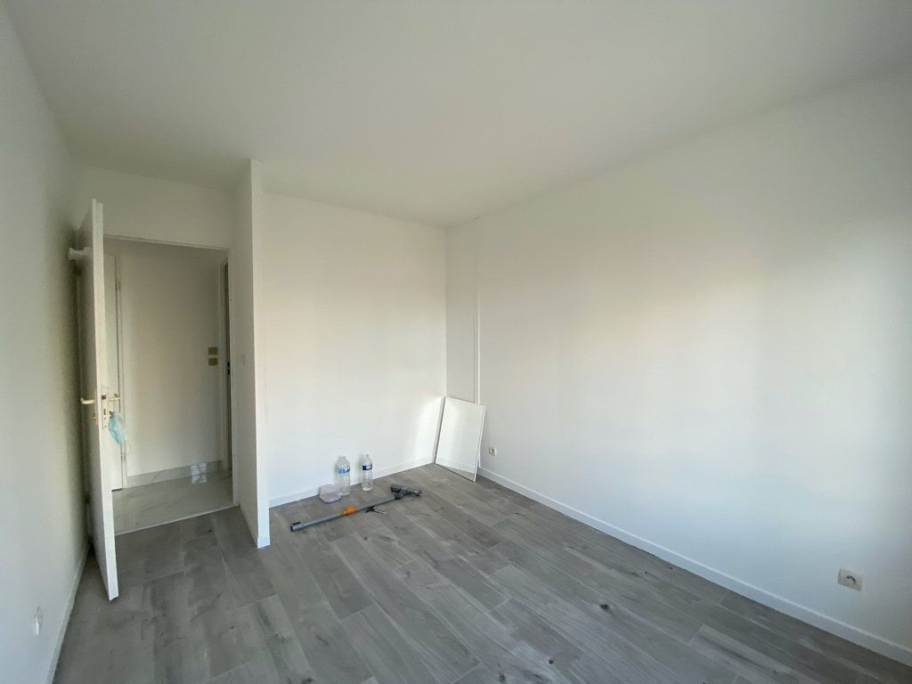Appartement à vendre 3 65.1m2 à Cergy vignette-3