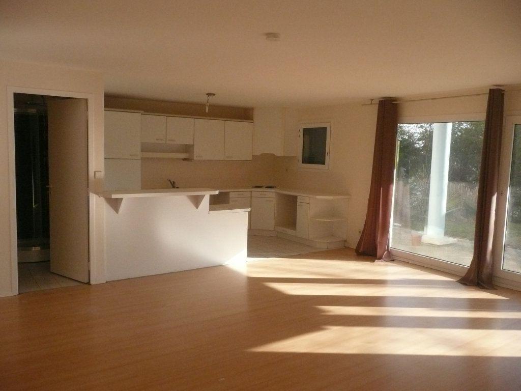 Appartement à vendre 4 101m2 à Cergy vignette-2