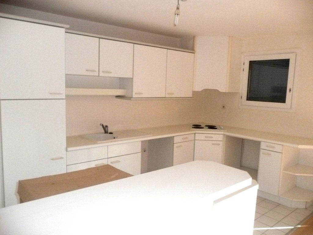 Appartement à vendre 4 101m2 à Cergy vignette-4