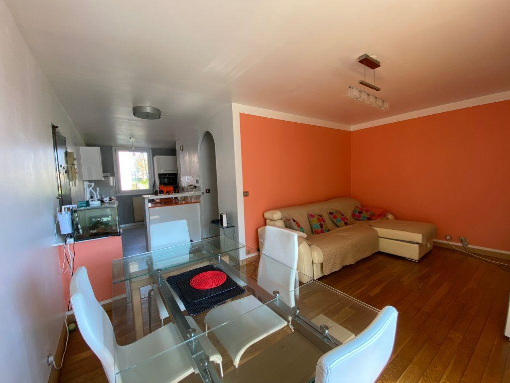 Appartement à vendre 3 64.1m2 à Cergy vignette-3