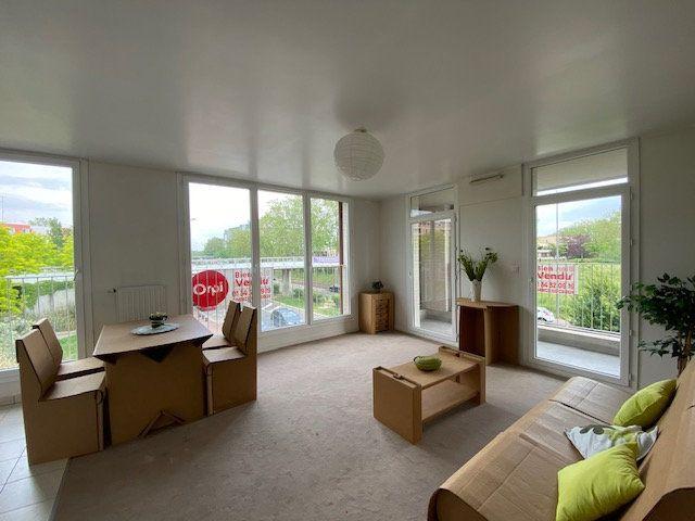 Appartement à vendre 4 71.88m2 à Cergy vignette-4