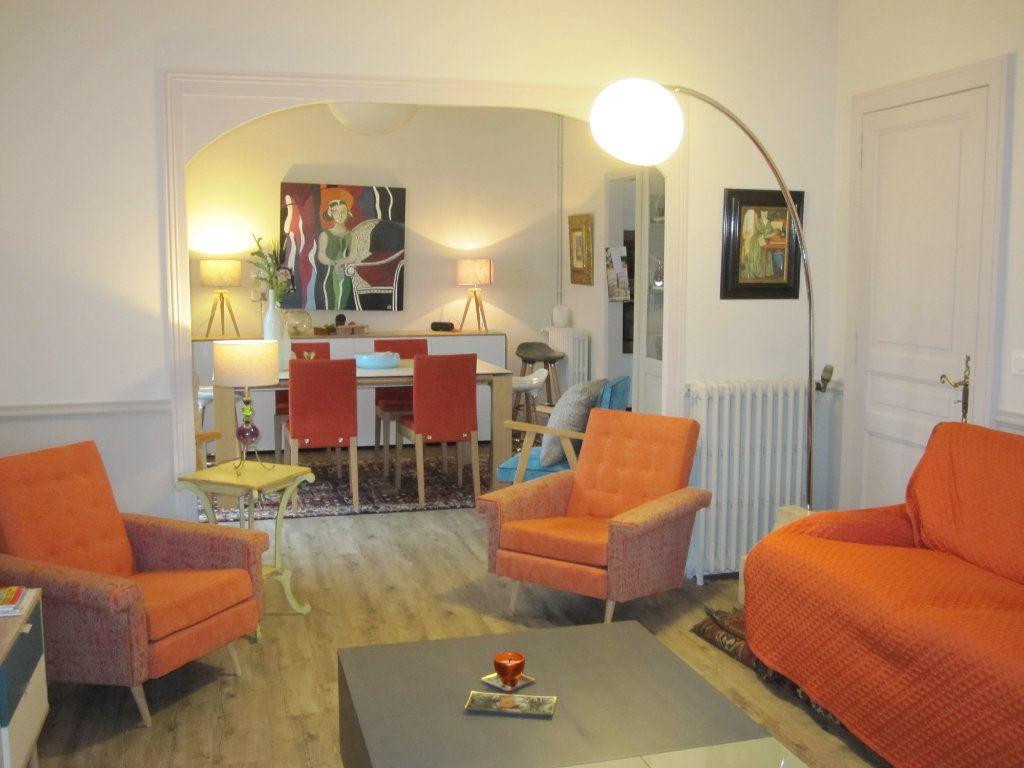 Maison à vendre 9 183m2 à Terrasson-Lavilledieu vignette-1