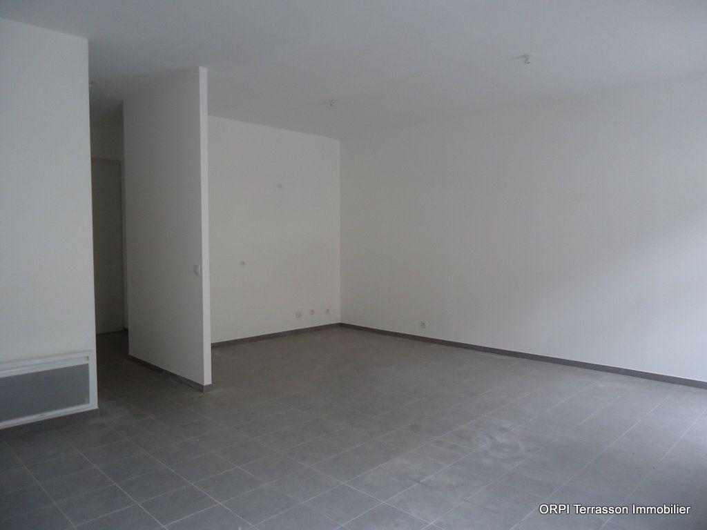 Immeuble à vendre 0 311m2 à Terrasson-Lavilledieu vignette-4