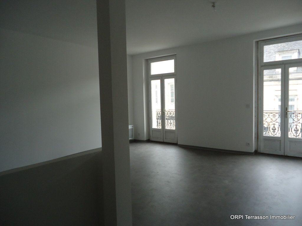 Immeuble à vendre 0 311m2 à Terrasson-Lavilledieu vignette-6