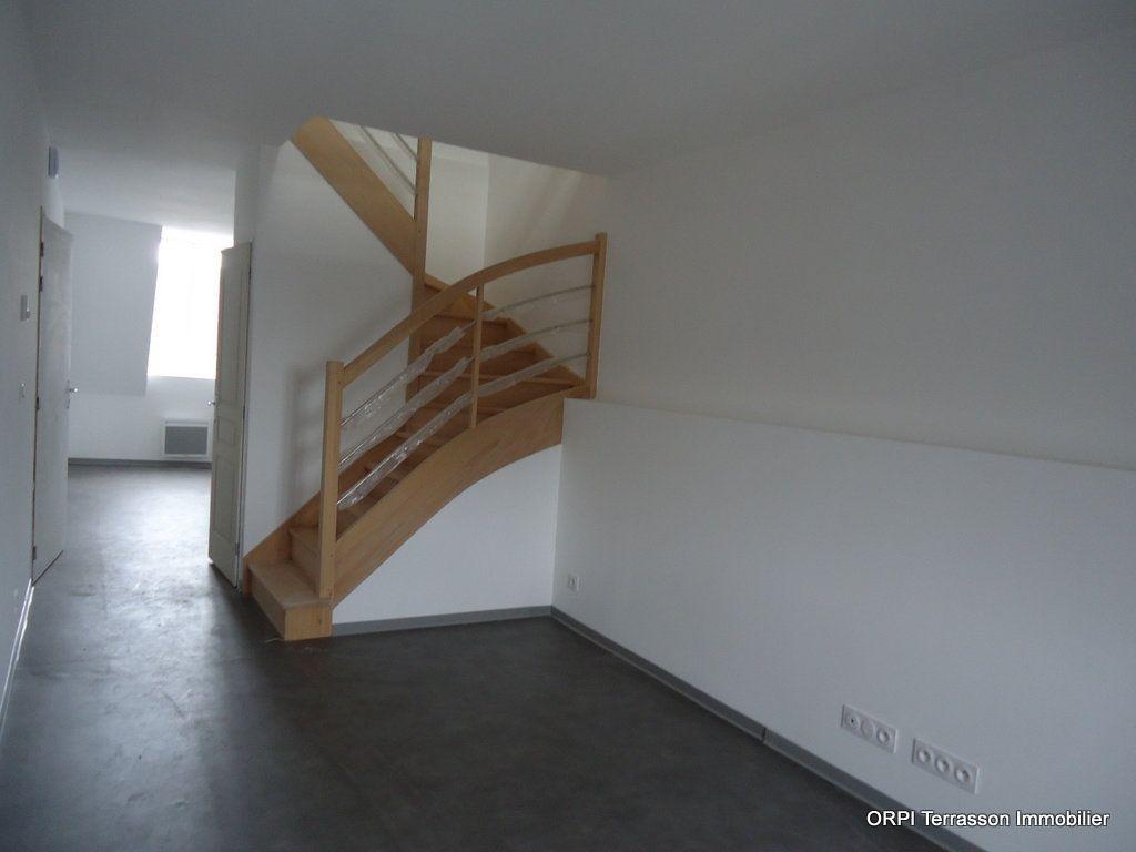 Immeuble à vendre 0 311m2 à Terrasson-Lavilledieu vignette-9