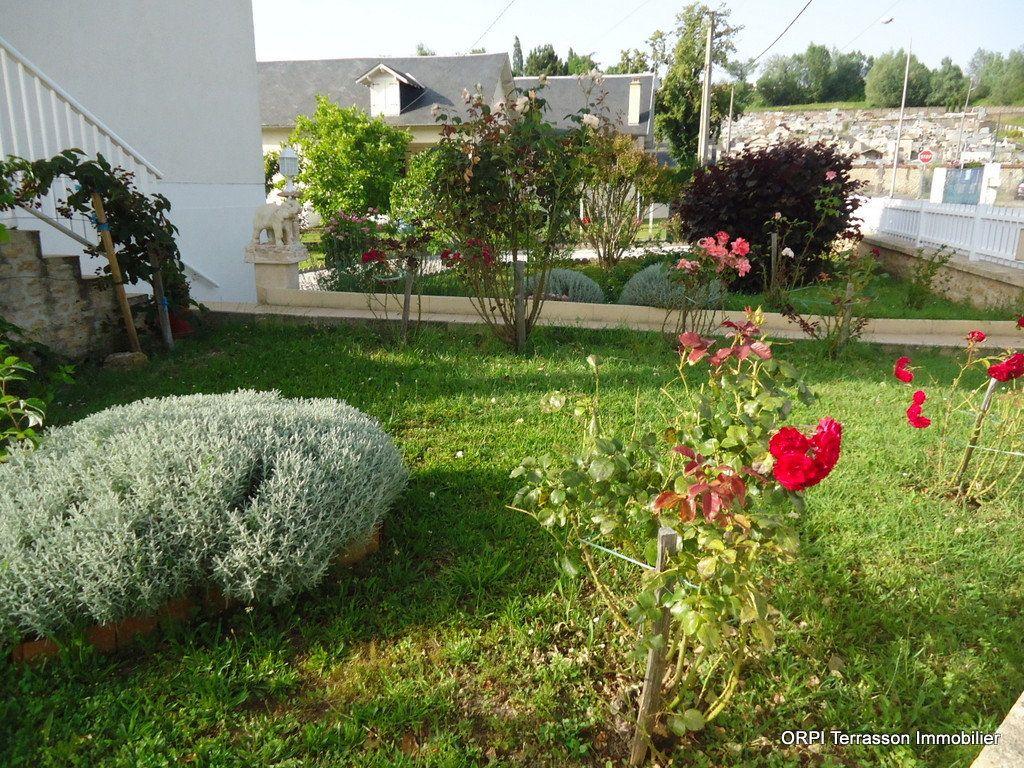 Maison à vendre 6 138m2 à Le Lardin-Saint-Lazare vignette-5