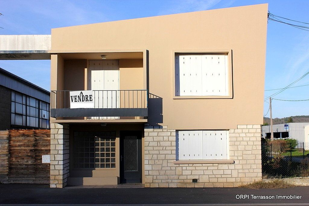 Maison à vendre 6 135m2 à Terrasson-Lavilledieu vignette-1