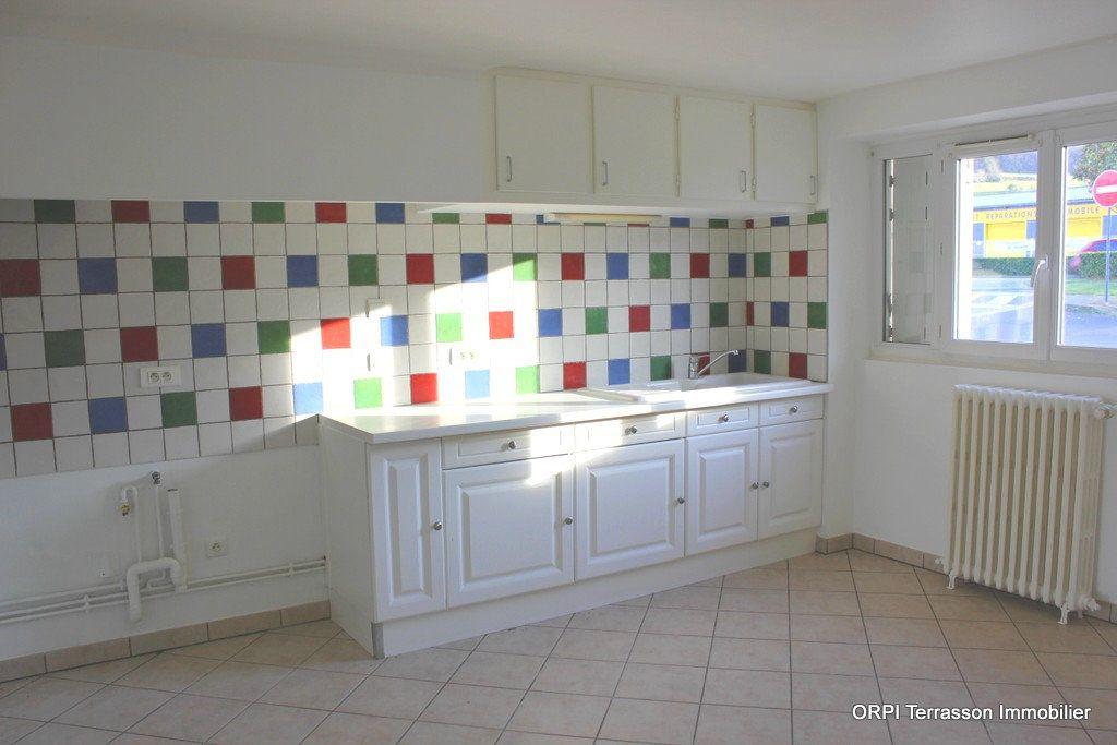 Maison à vendre 6 135m2 à Terrasson-Lavilledieu vignette-3