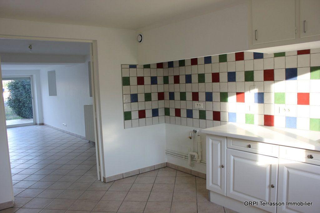 Maison à vendre 6 135m2 à Terrasson-Lavilledieu vignette-4
