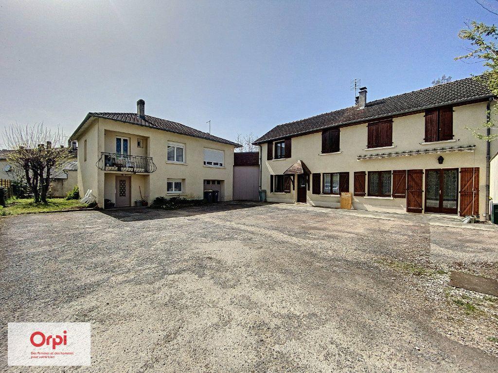Maison à vendre 11 243m2 à Terrasson-Lavilledieu vignette-1