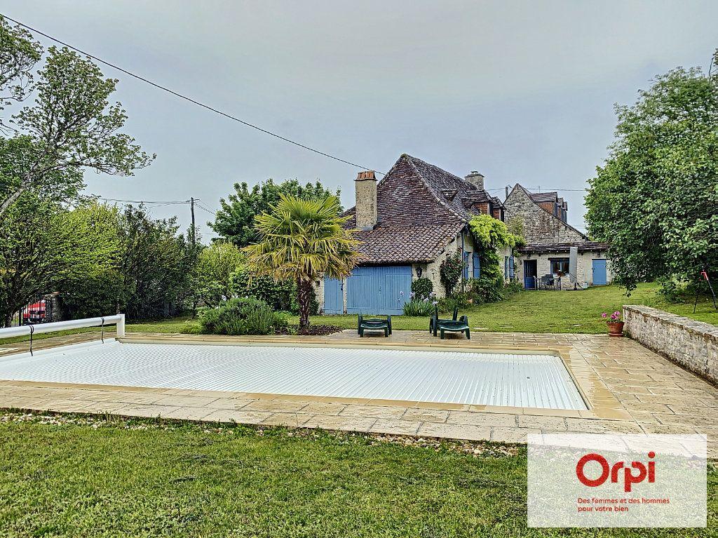 Maison à vendre 5 119m2 à Limeyrat vignette-1