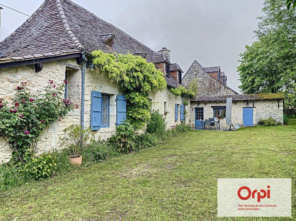 Maison à vendre 5 119m2 à Limeyrat vignette-3