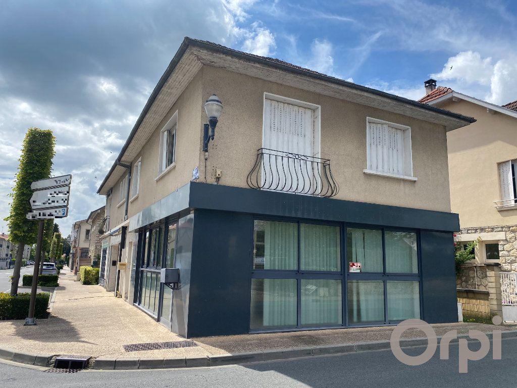 Maison à vendre 6 132m2 à Terrasson-Lavilledieu vignette-1