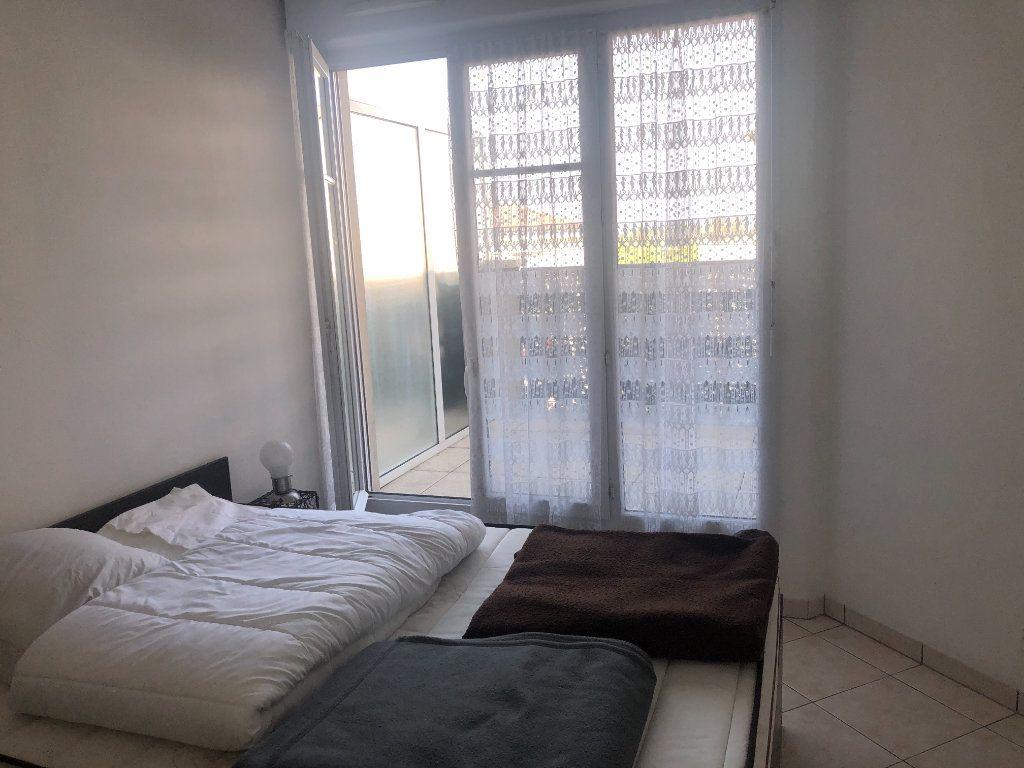 Appartement à louer 2 52.57m2 à Bussy-Saint-Georges vignette-3