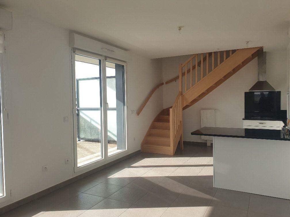 Appartement à louer 3 75m2 à Montévrain vignette-2