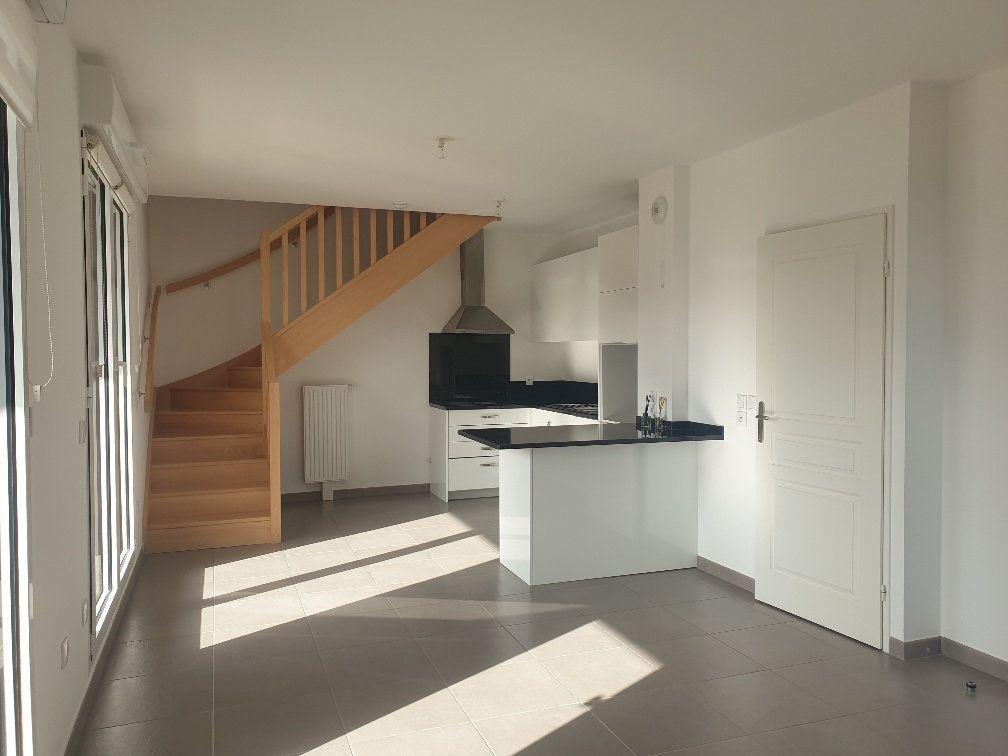 Appartement à louer 3 75m2 à Montévrain vignette-3