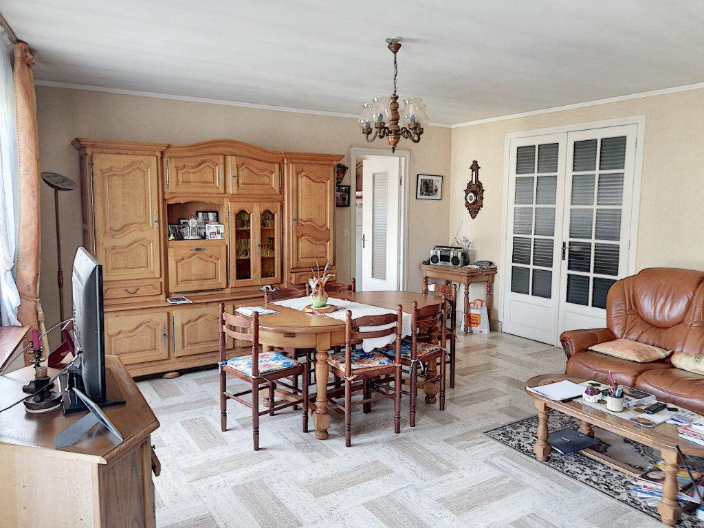 Appartement à vendre 4 90m2 à Vendôme vignette-3