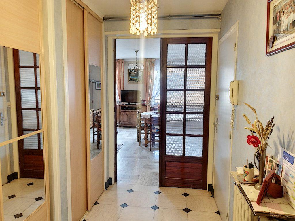 Appartement à vendre 4 90m2 à Vendôme vignette-5