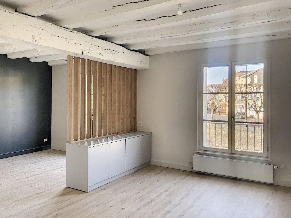 Appartement à louer 3 64m2 à Vendôme vignette-1