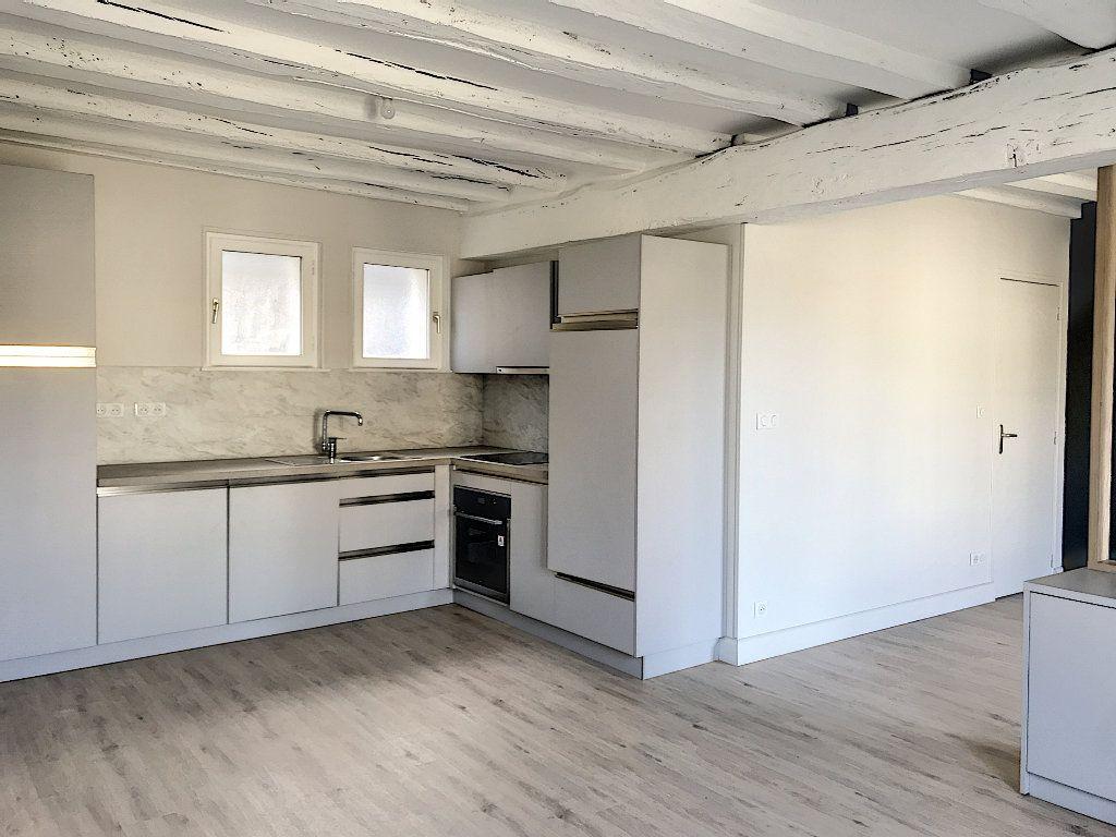 Appartement à louer 3 64m2 à Vendôme vignette-2