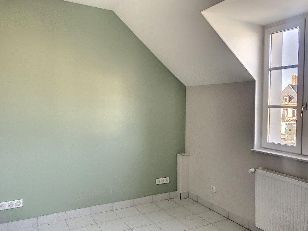 Appartement à louer 3 64m2 à Vendôme vignette-3