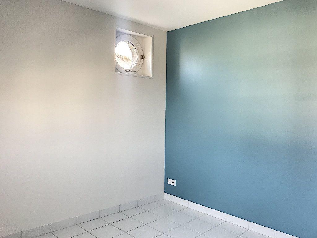 Appartement à louer 3 64m2 à Vendôme vignette-5