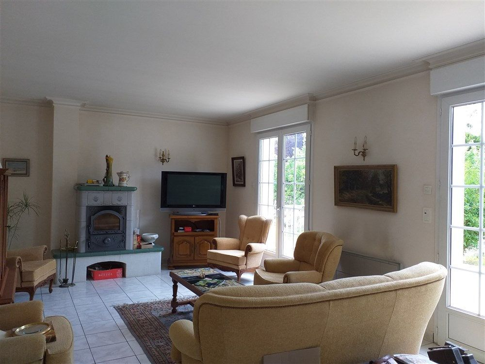 Maison à vendre 7 188m2 à Montoire-sur-le-Loir vignette-4