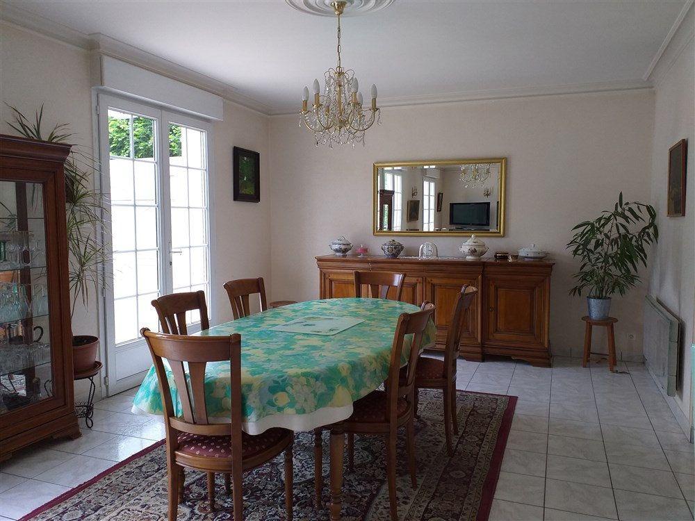 Maison à vendre 7 188m2 à Montoire-sur-le-Loir vignette-9