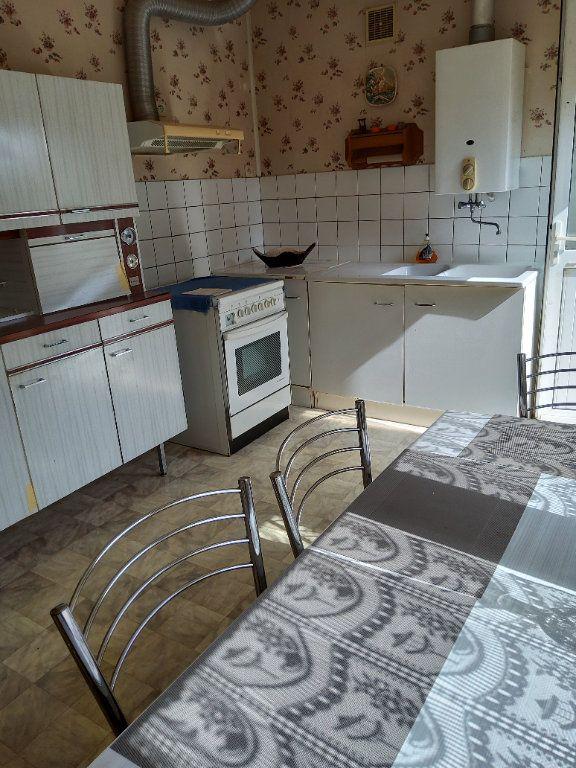 Maison à vendre 3 65m2 à Saint-Hilaire-la-Gravelle vignette-4