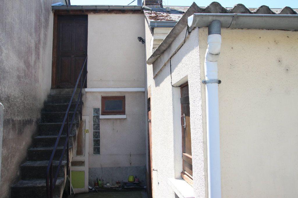 Maison à vendre 3 60m2 à Saint-Calais vignette-2