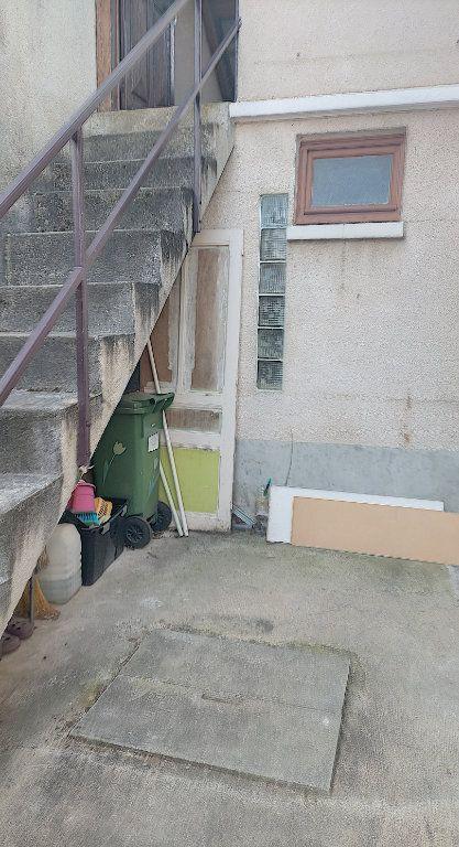 Maison à vendre 3 60m2 à Saint-Calais vignette-3