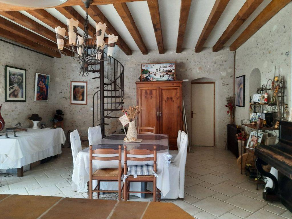 Maison à vendre 8 210m2 à Prunay-Cassereau vignette-3