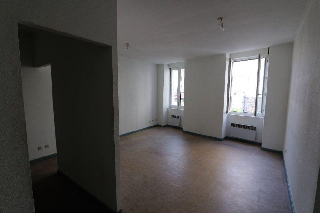 Appartement à louer 3 69m2 à Vallon-Pont-d'Arc vignette-1
