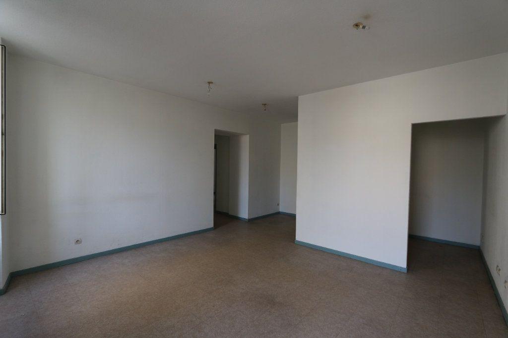 Appartement à louer 3 69m2 à Vallon-Pont-d'Arc vignette-2