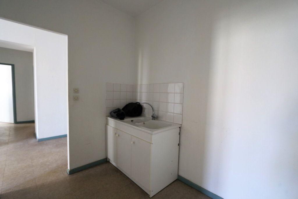 Appartement à louer 3 69m2 à Vallon-Pont-d'Arc vignette-3
