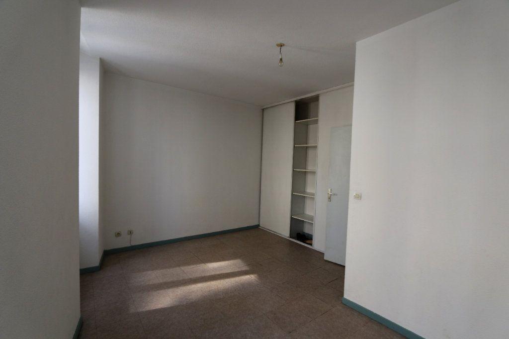 Appartement à louer 3 69m2 à Vallon-Pont-d'Arc vignette-4