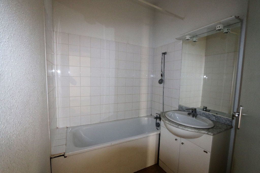 Appartement à louer 3 69m2 à Vallon-Pont-d'Arc vignette-6
